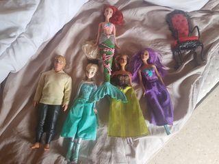 Muñecas variadas