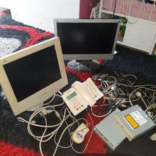 vendo ordenadores de mesa y un telefono fixo