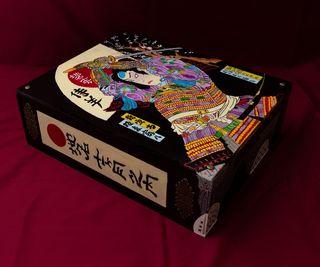 Caja de madera, hecha y pintada a mano
