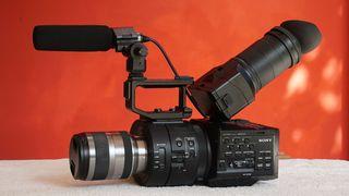 SONY NEX FS-700 4K completa + Optica SONY 18-300