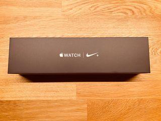 Apple Watch Series 4 - 44mm Nike Ed