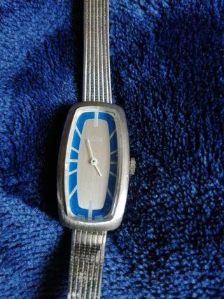 Reloj de cuerda antiguo suizo Marca Tucah señora