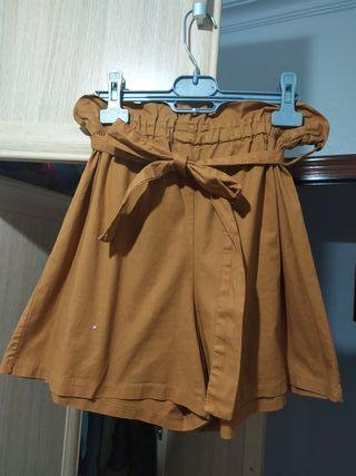 Pantalón corto ancho camel cintura elástica y lazo