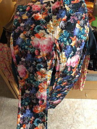 Pantalones flores de Sandro