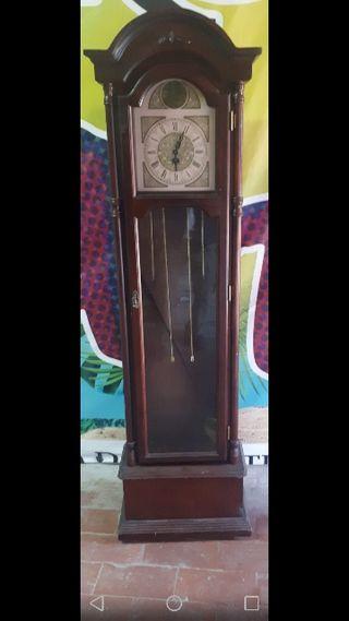 Urge vender antiguo reloj de pie