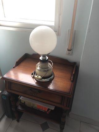 Mueble auxiliar y lámpara