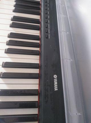 Piano Digital Yamaha P85/85S