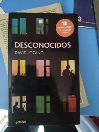 Libro Desconocidos de David Lozano