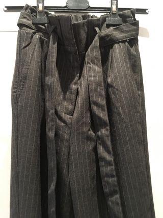 Pantalón bombacho con cinturón