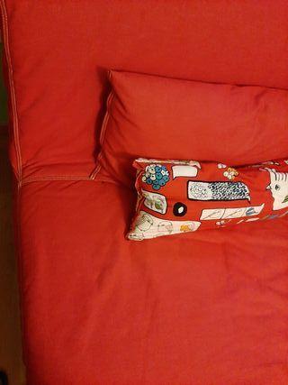 Sofá cama rojo IKEA totalmente nuevo