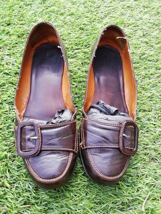 Zapatos marrones con tacón bajo