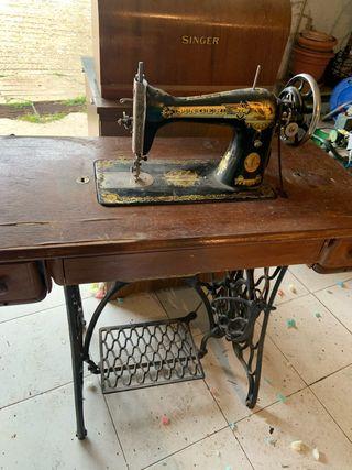 Maquina de coser antigüa, marca singer