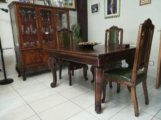 vitrina y mesa comerdor