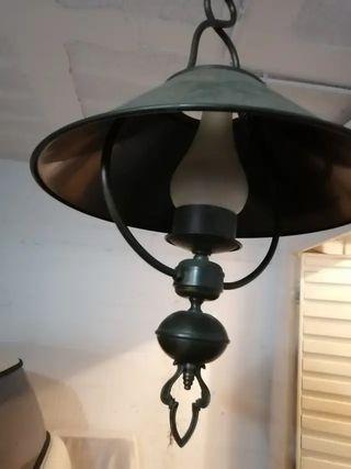 Dos lamparas de material noble latón