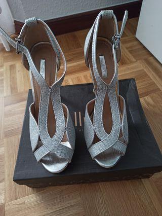 sandalia de ceremonia plateada