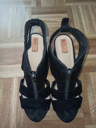 sandalia negra de ante