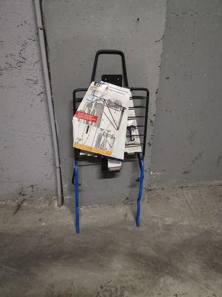 Soporte pared bicicletas.