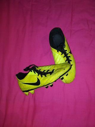 Botas de fútbol Nike T90 talla 39