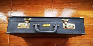 maletín para guardar documentos