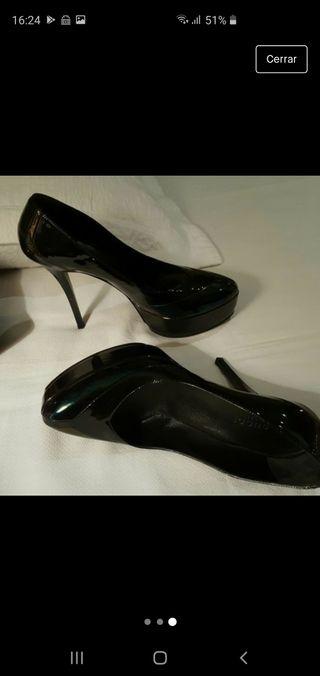 Zapatos Taconazo GUCCI charol negro