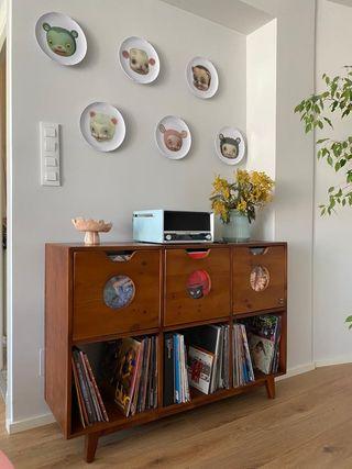 Mueble para discos de vinilo realizado a mano.