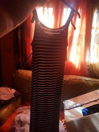 vestidos y blusas y pañuelos y bolsos de mujer