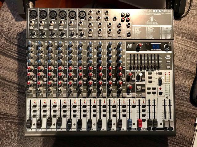 Mesa de mezclas Behringer XENYX 1832 FX. Nueva!!