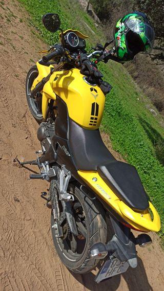 vendo moto naked sym wolf 125cc