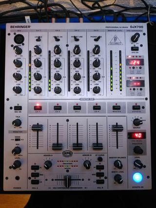 mesa mezclas Behringer DJX 700