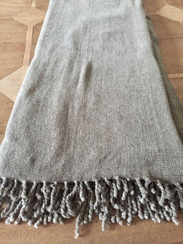 Plaid gris chiné en chenille polyester 170 x 130cm