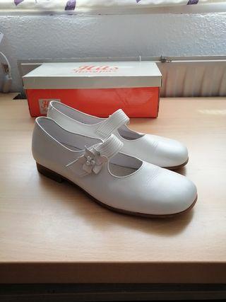 Zapatos de piel para niña de Comunión