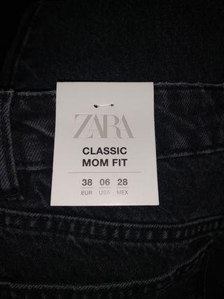 ZARA MOM JEANS size 10