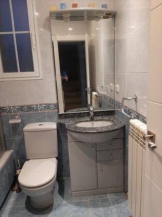 baño completo lavabo espejo luz mueble marmol