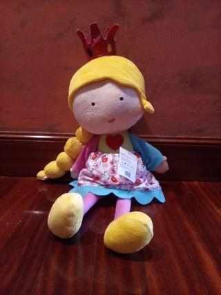 juguete. muñeca de trapo