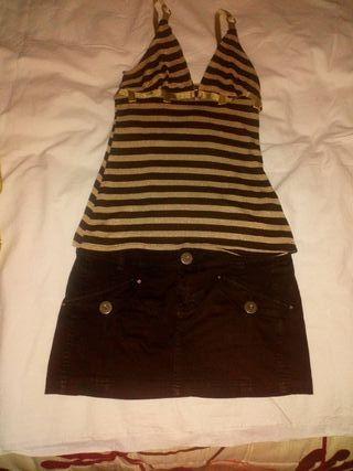 falda vaquera y sueter marrón y dorado