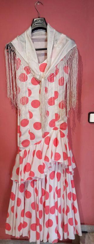 Traje de gitana de lunares rosa palo y blanco