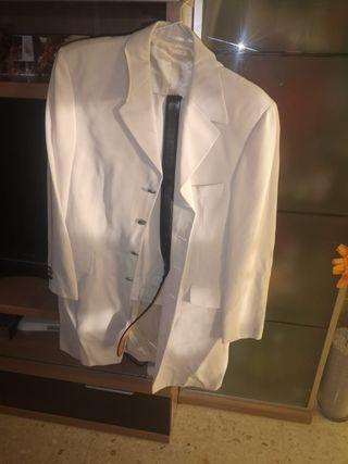 traje chaqueta color beig