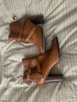 Botines tacón piel color marrón cuero