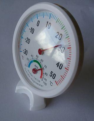 Termómetro y higrometro