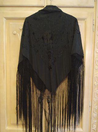 mantón manila negro bordado