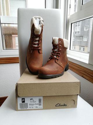 T37.5. Clarks piel, botines nuevos
