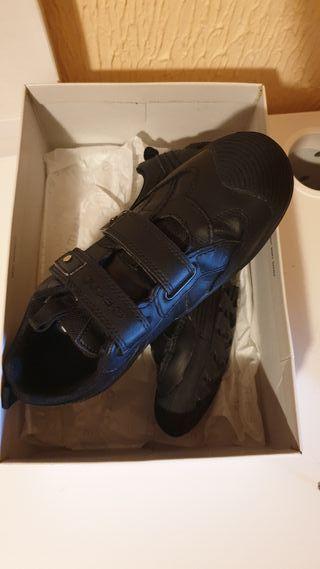 zapatos escolares GEOX RESPIRA de piel como nuevo.