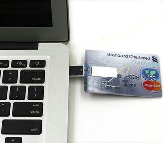 Pendrive con forma de tarjeta de crédito