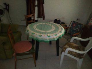 Mesa plastico desmontable mas dos sillas Madera