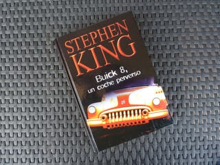 """Libro de Stephen King """"Buck 8, un coche perverso"""""""