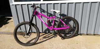 bicicleta de descenso kona stinky