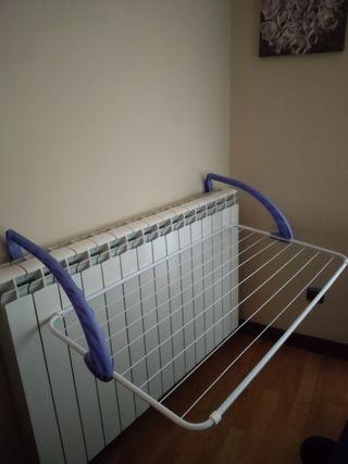 Colgador de ropa para radiador.
