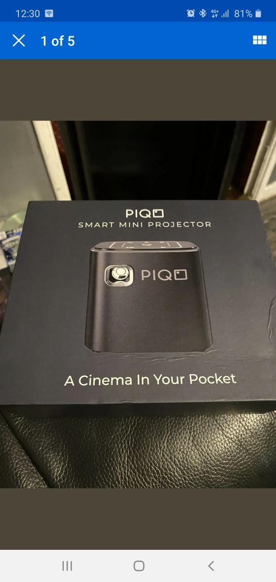 Piqo Smart projector