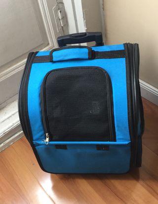 Transportín mochila con ruedas para animales.