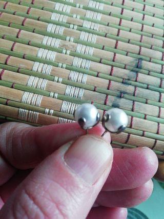 pendientes de perlitas blancas
